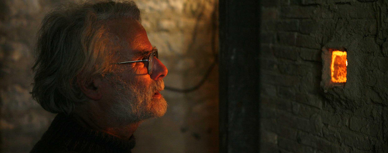 Portrait d'Alain Gaudebert. Contrôle des montres. Photo © Ph. Cibille